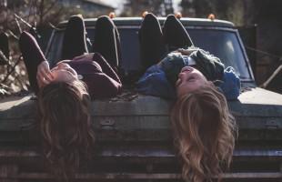 girls-1209321_1280